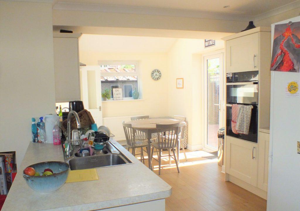 1-Clock-House-Mead-Oxshott-Kitchen-1024x800