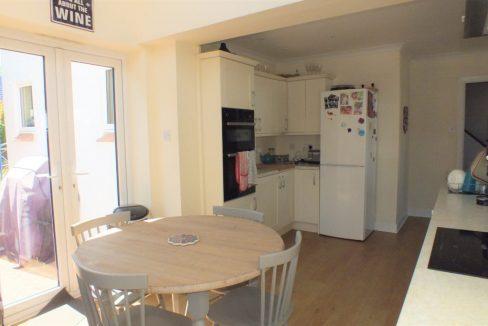 1-Clock-House-Mead-Oxshott-Kitchen-breakfast-room-1024x683