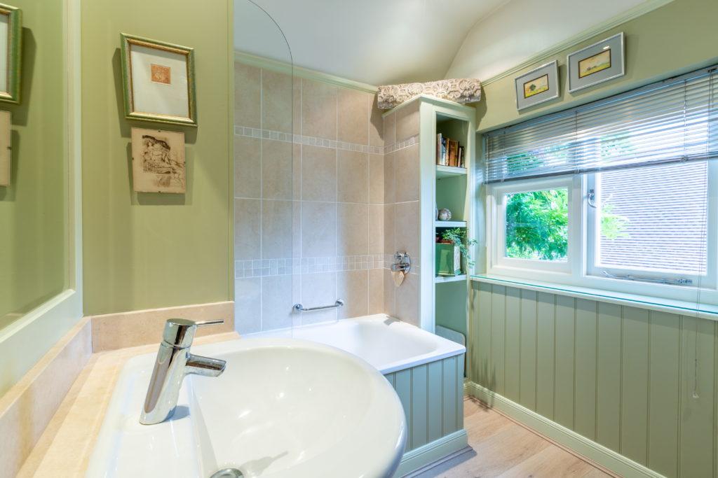 209-Barnett-Wood-Lane-Ashtead-Family-bathroom-1024x683