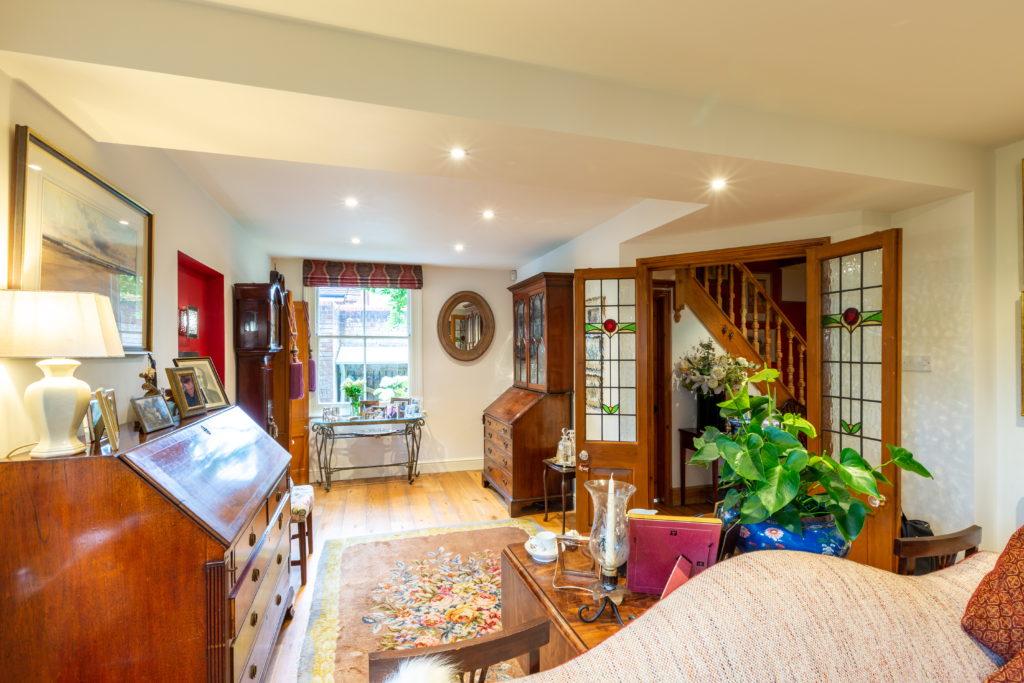 209-Barnett-Wood-Lane-Ashtead-Family-room-1024x683