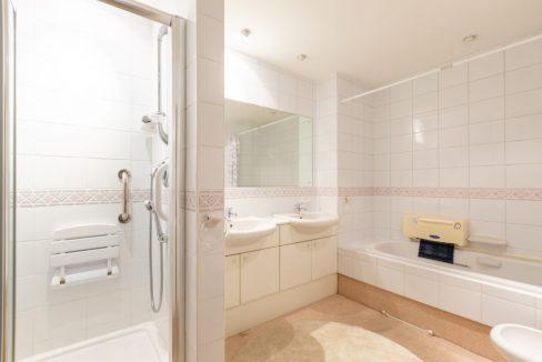 4-Carrington-Place-Esher-Bathroom-1024x683