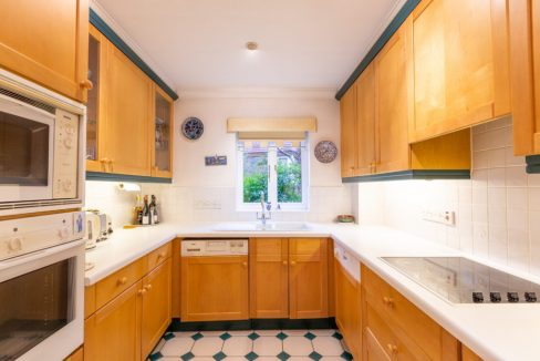 4-Carrington-Place-Esher-Kitchen-1024x683