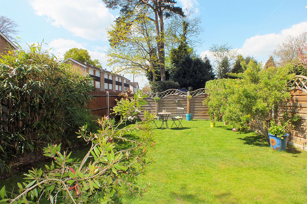Brentwood-Court-View-from-rear-balcony-1024x683_0003_Garden.2