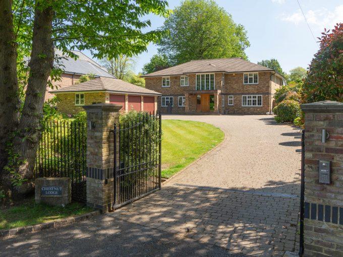 Chestnut Lodge, Eaton Park, Cobham, Surrey, KT11 2JE